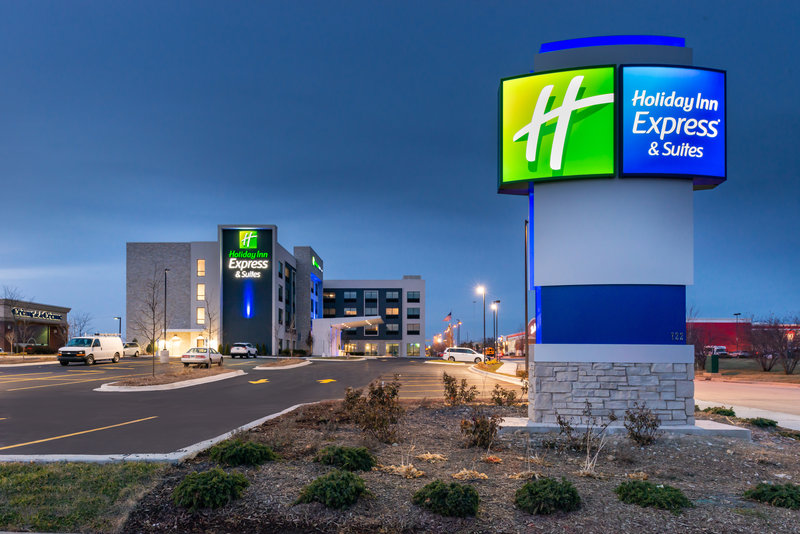 Holiday Inn Express And Suites Romeoville - Joliet North-Main Entrance<br/>Image from Leonardo