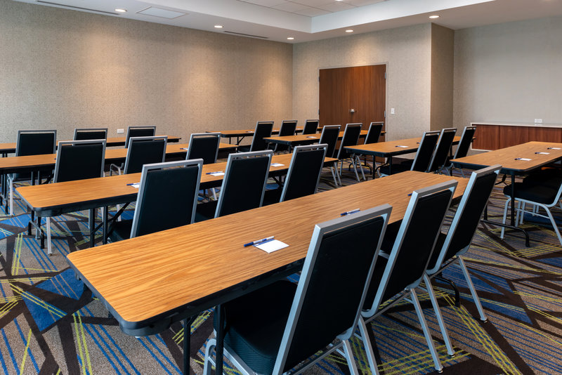 Holiday Inn Express And Suites Romeoville - Joliet North-Utilize our versatile meeting space<br/>Image from Leonardo