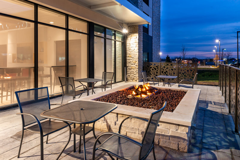 Holiday Inn Express And Suites Romeoville - Joliet North-Take a seat and keep warm by the fire<br/>Image from Leonardo