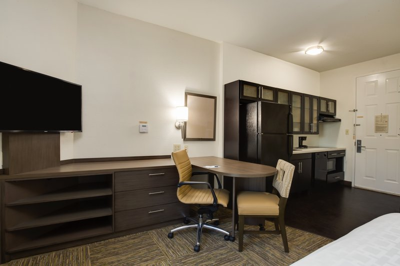 Candlewood Suites Ft. Lauderdale Airport/Cruise-Guest Room<br/>Image from Leonardo