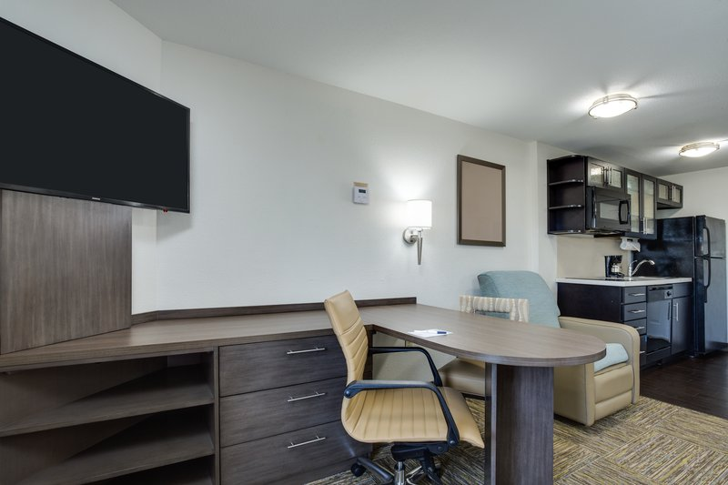 Candlewood Suites Ft. Lauderdale Airport/Cruise-Double Bed Guest Room<br/>Image from Leonardo