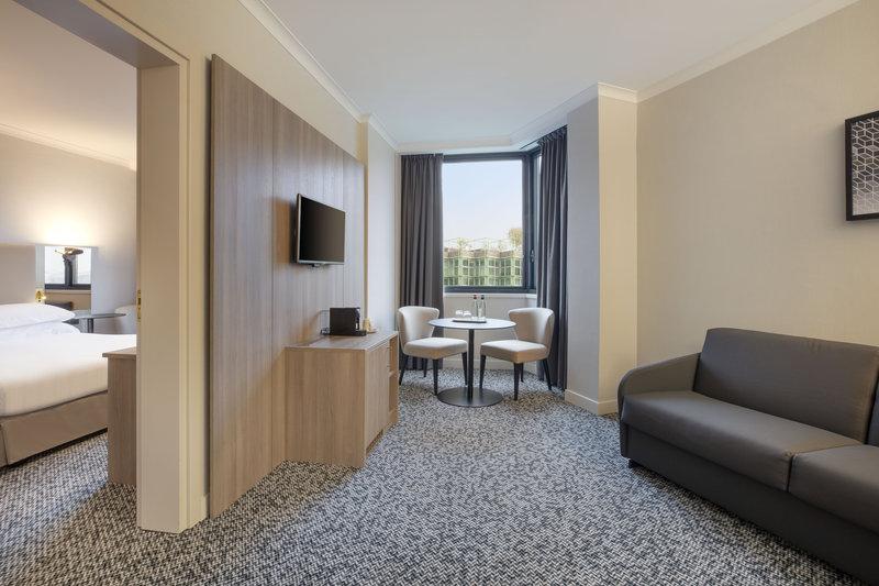 Crowne Plaza Milan - Linate-Suite #24<br/>Image from Leonardo