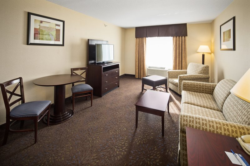 Holiday Inn Express & Suites Hill City Mt. Rushmore Area-Two room suite with two queen beds in one room<br/>Image from Leonardo
