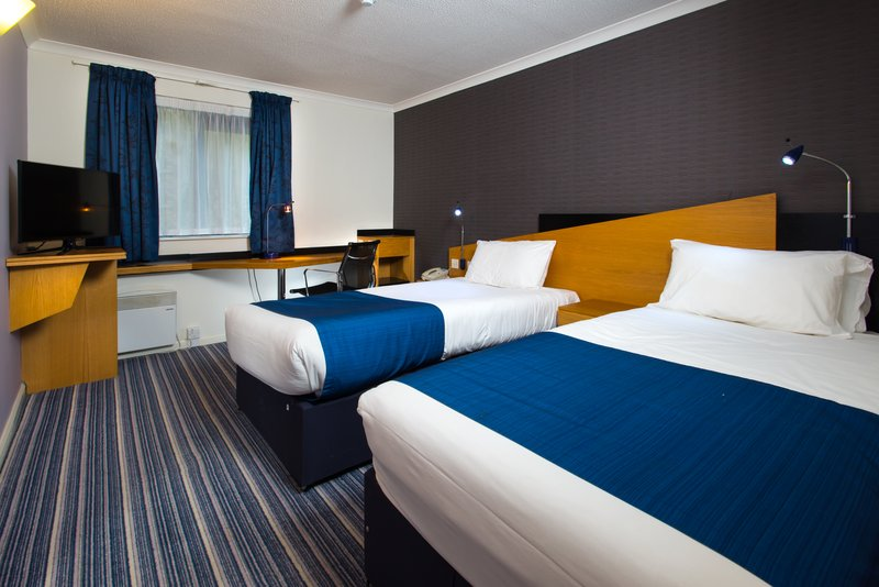 Holiday Inn Express Northampton M1, Jct.15-Room for 2? Our twin rooms have plenty of space<br/>Image from Leonardo