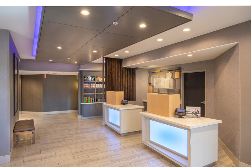 Holiday Inn Express Prescott-Front Desk<br/>Image from Leonardo