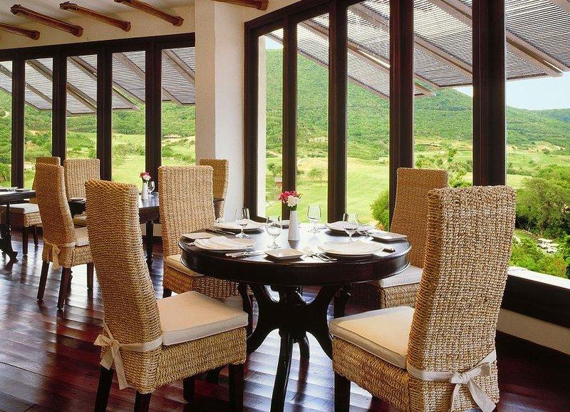 Young  Island  Resort-Canouan Estate La Piazza Restaurant<br/>Image from Leonardo