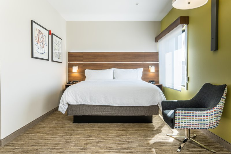 Holiday Inn Express San Clemente North-Comfortable King Bed Guestroom Holiday Inn Express San Clemente<br/>Image from Leonardo