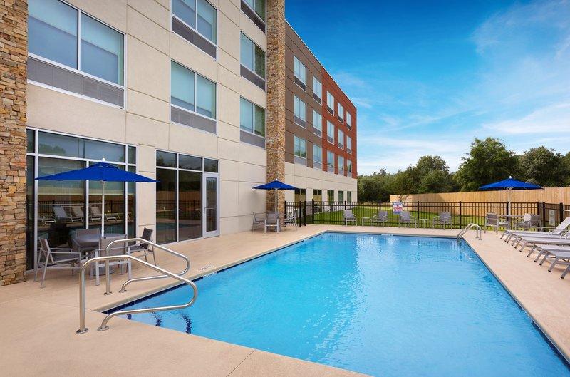 Holiday Inn Express Lake Park-Swimming Pool<br/>Image from Leonardo