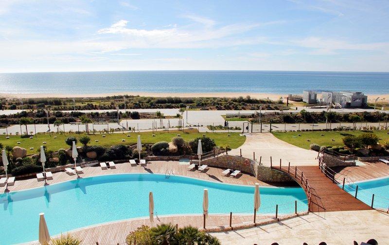 Crowne Plaza Vilamoura - Algarve-Swimming Pool<br/>Image from Leonardo