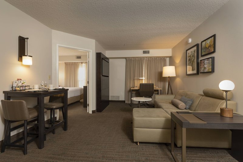 Holiday Inn Hotel & Suites Durango Central-One-Bedroom Suite<br/>Image from Leonardo