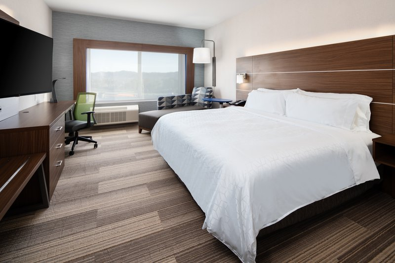 Holiday Inn Express & Suites Murrieta-King Bed Guest Room<br/>Image from Leonardo