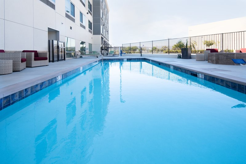 Holiday Inn Express & Suites Murrieta-Swimming Pool<br/>Image from Leonardo
