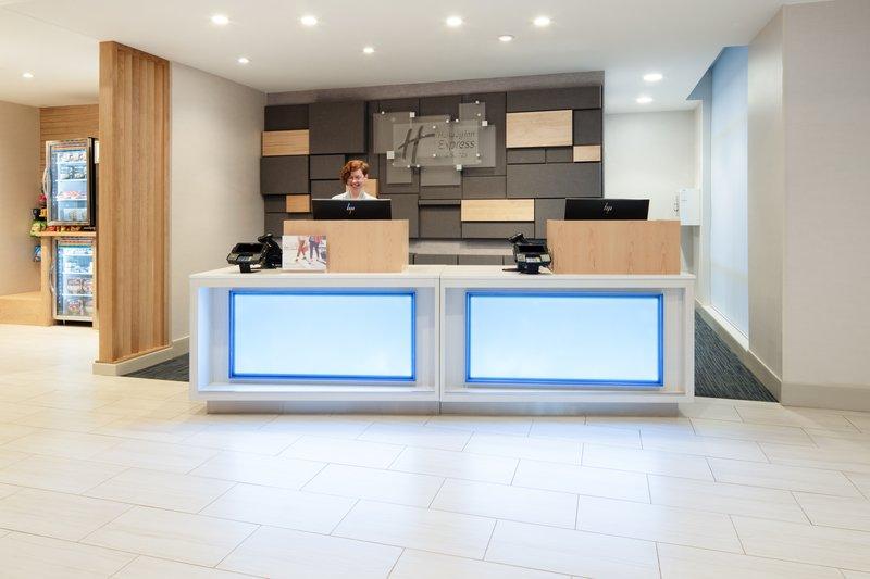 Holiday Inn Express & Suites Murrieta-Front Desk<br/>Image from Leonardo