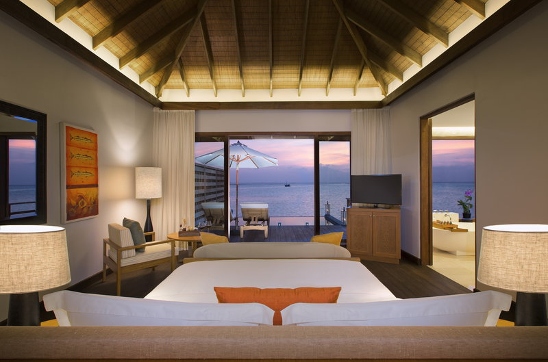 Anantara Veli - Anantara_Veli_Maldives_Resort_Guest_Room_Deluxe_Over_Water_Pool_Bungalow_Bedroom <br/>Image from Leonardo