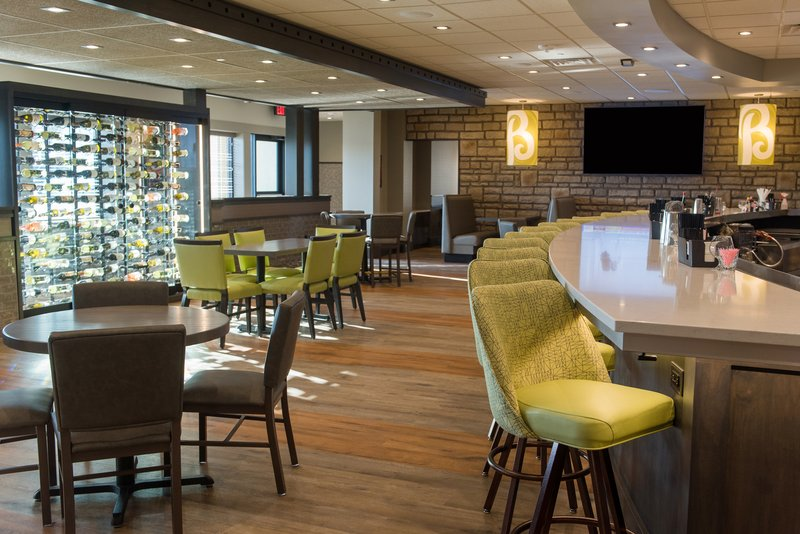 Holiday Inn Hotel & Suites Des Moines-Northwest-Bennigan's Restaurant<br/>Image from Leonardo