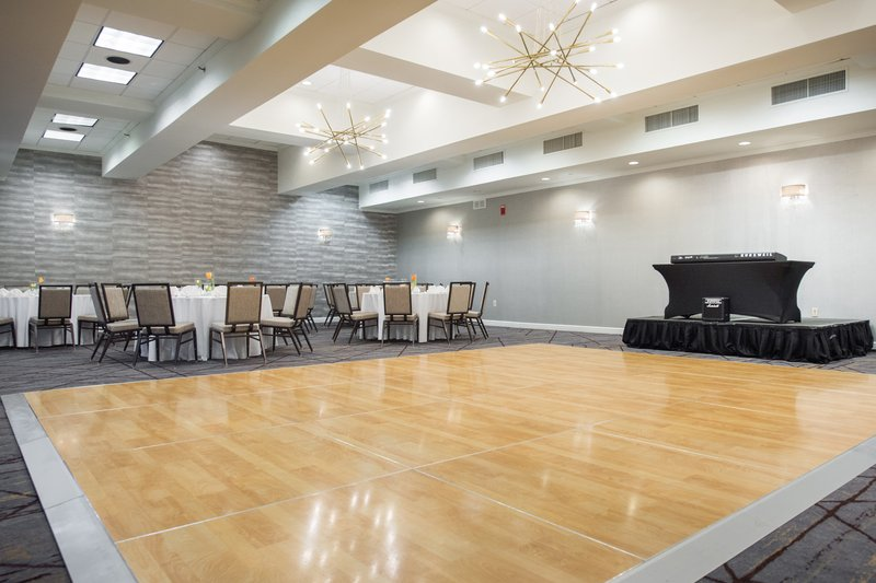 Crowne Plaza Edison-Plenty of Room for Dancing<br/>Image from Leonardo