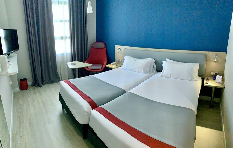 Holiday Inn Express Valencia Ciudad las Ciencias-Guest Room<br/>Image from Leonardo