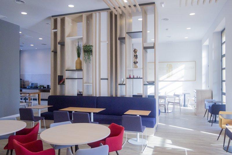 Holiday Inn Express Valencia Ciudad las Ciencias-Breakfast Area<br/>Image from Leonardo