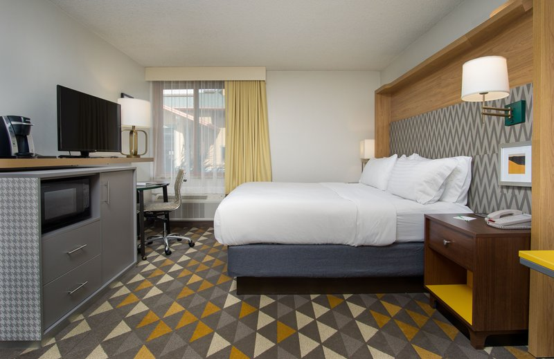 Holiday Inn Steamboat Springs-King Bed Guest Room<br/>Image from Leonardo