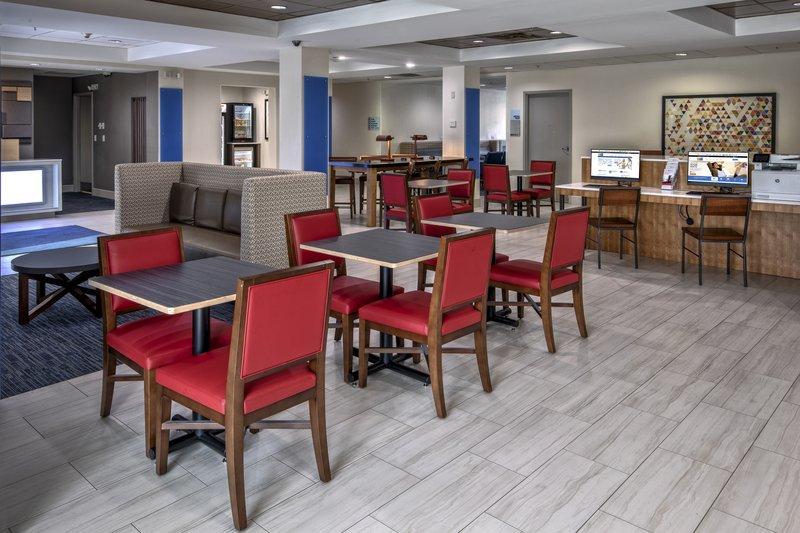 Holiday Inn & Suites Smyrna - Nashville Area-Breakfast Area<br/>Image from Leonardo