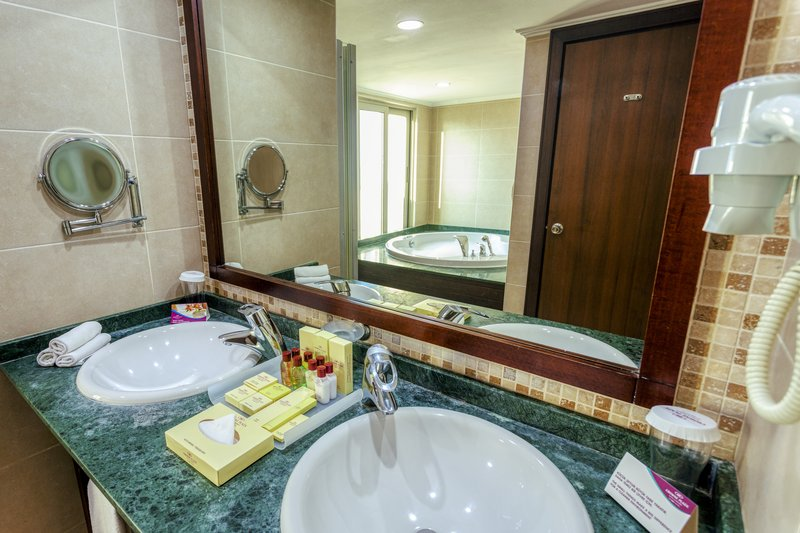 Crowne Plaza Antalya-Bathroom Amenities<br/>Image from Leonardo
