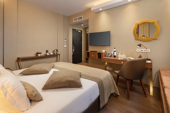 Continental Hotel Budapest-Deluxe Room<br/>Image from Leonardo