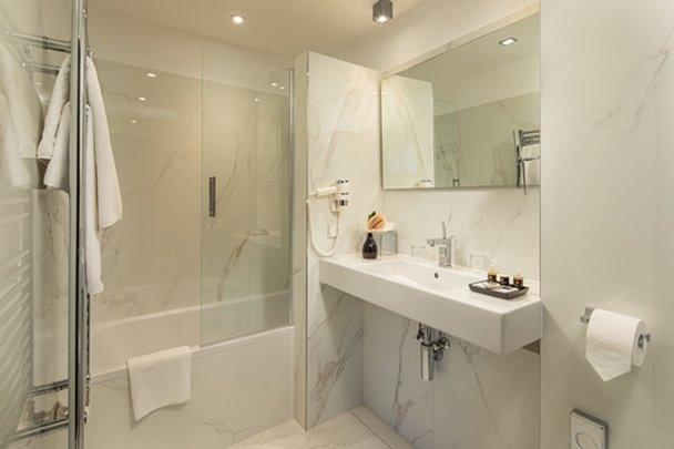 Continental Hotel Budapest-Junior Suite Bathroom<br/>Image from Leonardo