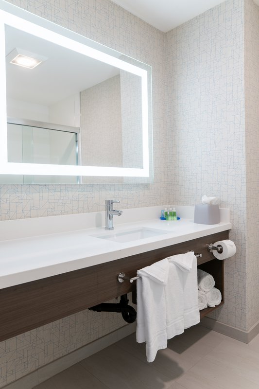 Holiday Inn Express San Clemente North-Guest Bathroom Holiday Inn Express San Clemente<br/>Image from Leonardo