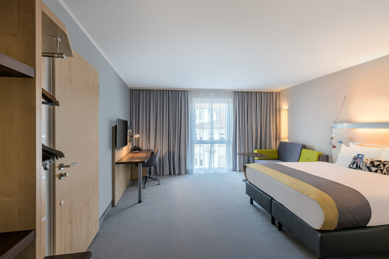 Holiday Inn Express Guetersloh-It´s your choice! Enjoy the cozy pillow menue.<br/>Image from Leonardo