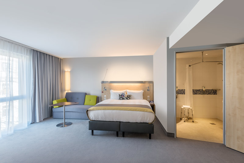 Holiday Inn Express Guetersloh-Accessible Room with Queensize Bed<br/>Image from Leonardo