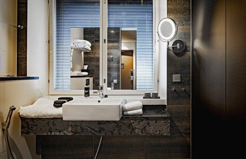 Glo Hotel Art-GLOHotel Art Smart Bathroom<br/>Image from Leonardo