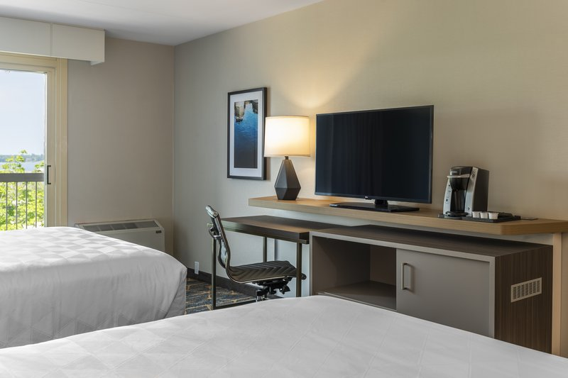 Holiday Inn Kingston - Waterfront-Relax at the end of the day and watch TV<br/>Image from Leonardo