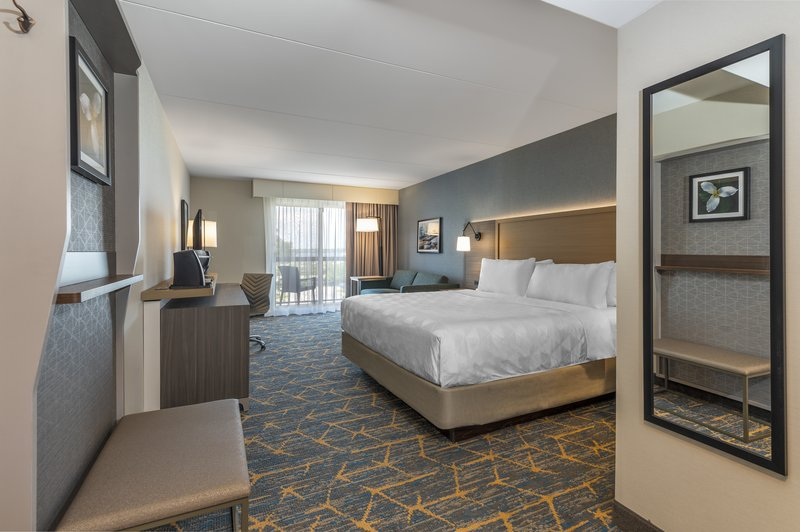 Holiday Inn Kingston - Waterfront-Spacious King room with sofabed<br/>Image from Leonardo