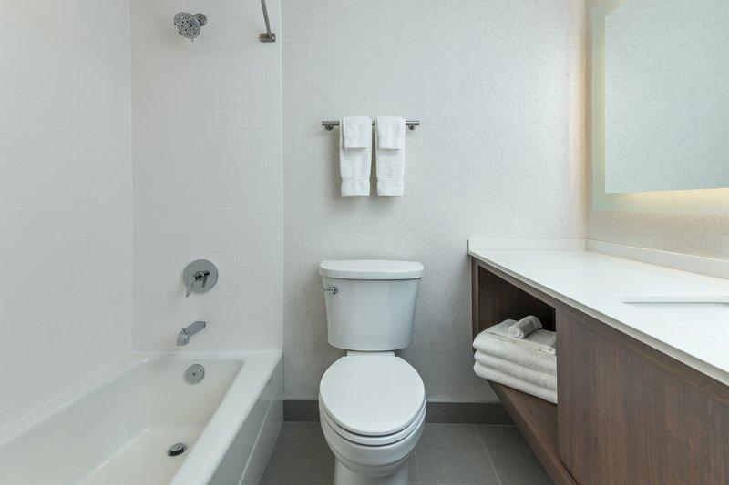 Holiday Inn Kingston - Waterfront-Modern bathroom<br/>Image from Leonardo