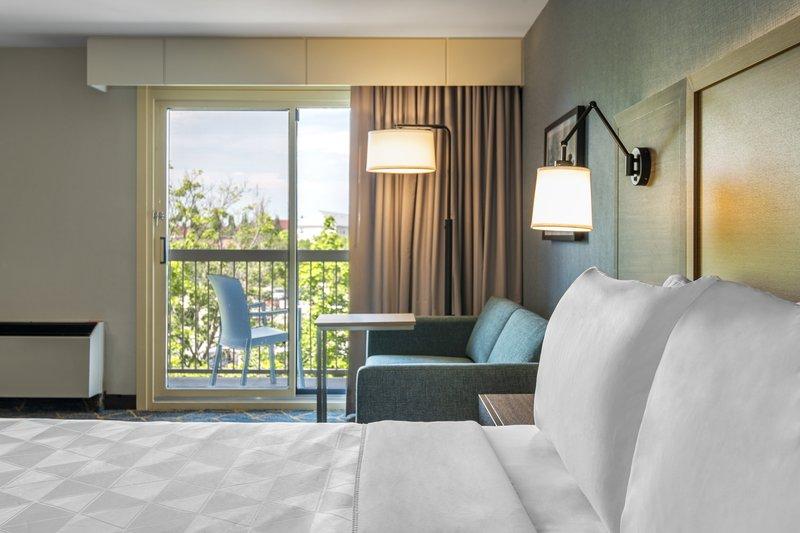 Holiday Inn Kingston - Waterfront-King bedroom<br/>Image from Leonardo