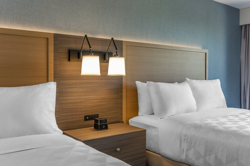 Holiday Inn Kingston - Waterfront-Comfortable modern room with 2 Queen beds <br/>Image from Leonardo
