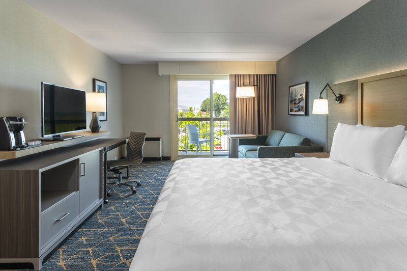Holiday Inn Kingston - Waterfront-King bed with sofabed<br/>Image from Leonardo