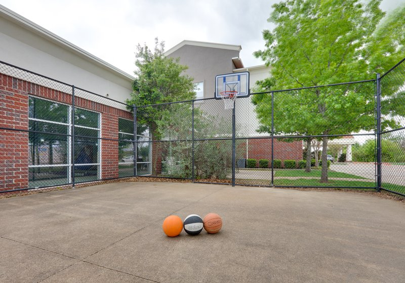 Holiday Inn Express & Suites Cleburne-Basketball Court <br/>Image from Leonardo