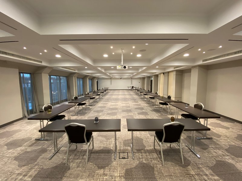 CROWNE PLAZA HAMBURG CITY ALSTER-Meeting room with social distance rules<br/>Image from Leonardo