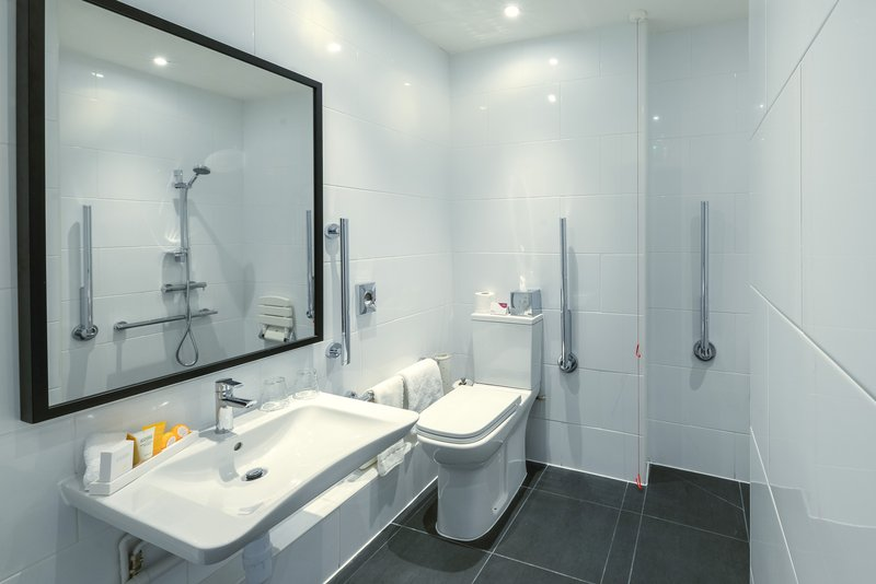 Crowne Plaza Plymouth-Wheelchair Accessible spacious bathroom<br/>Image from Leonardo