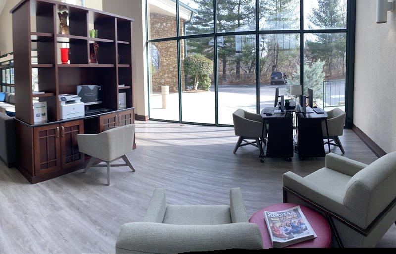 Holiday Inn Asheville - Biltmore West-Business Center<br/>Image from Leonardo