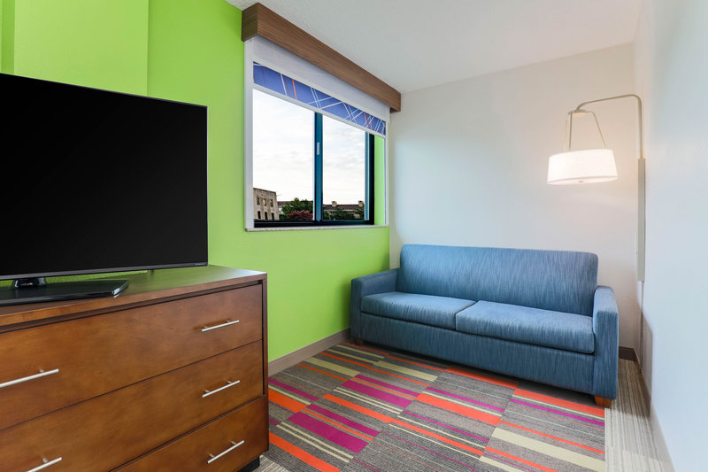 Holiday Inn Express and Suites Fort Worth Downtown-Suite<br/>Image from Leonardo