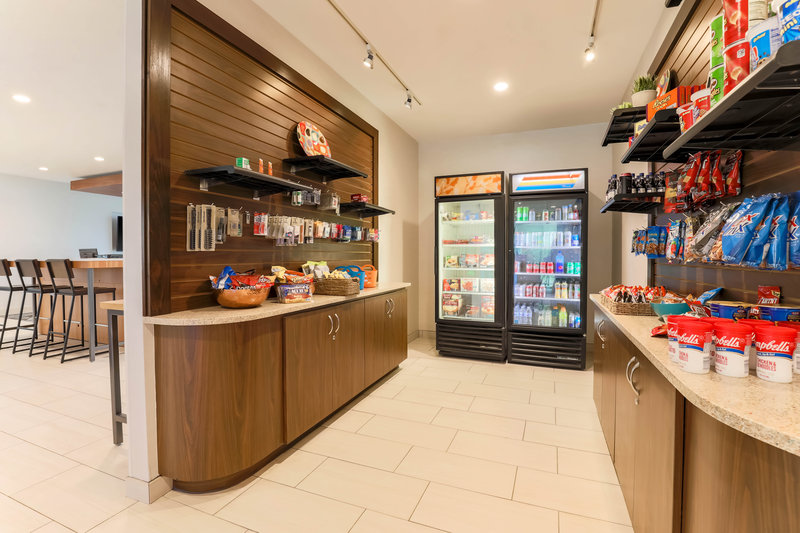 Holiday Inn Express and Suites Fort Worth Downtown-Snack Shop<br/>Image from Leonardo