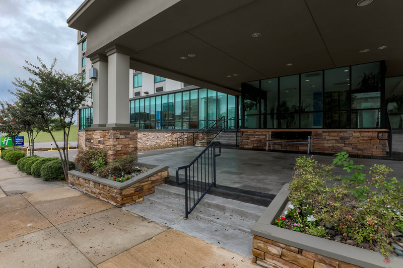 Holiday Inn Express and Suites Fort Worth Downtown-Entrance to Holiday Inn Express & Suites Fort Worth Downtown<br/>Image from Leonardo