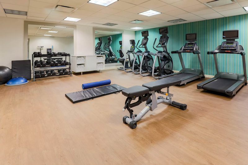 Holiday Inn Express and Suites Fort Worth Downtown-Fitness Center<br/>Image from Leonardo