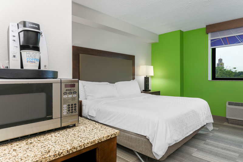 Holiday Inn Express and Suites Fort Worth Downtown-Guest Room<br/>Image from Leonardo