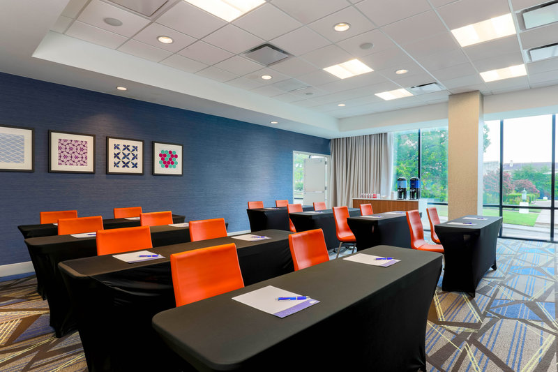Holiday Inn Express and Suites Fort Worth Downtown-Meeting Room<br/>Image from Leonardo