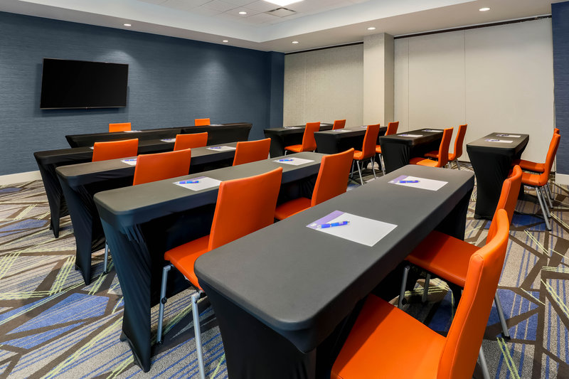 Holiday Inn Express and Suites Fort Worth Downtown-Meeting Rooms Available<br/>Image from Leonardo