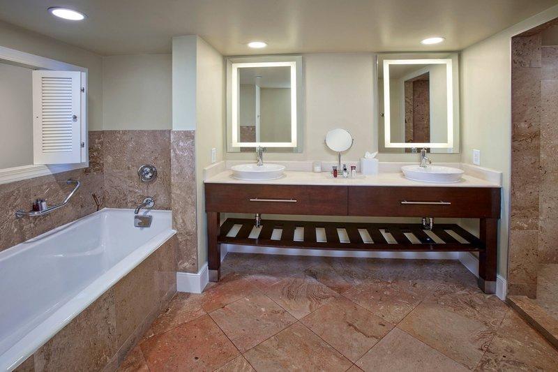 Aruba Marriott Resort - Governor´s Suite - Bathroom <br/>Image from Leonardo