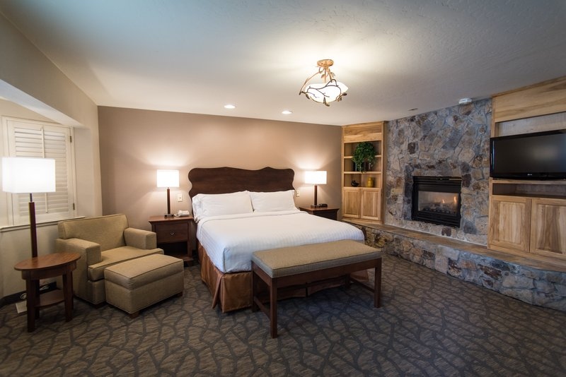 Holiday Inn Express South Lake Tahoe-Romance king suite<br/>Image from Leonardo